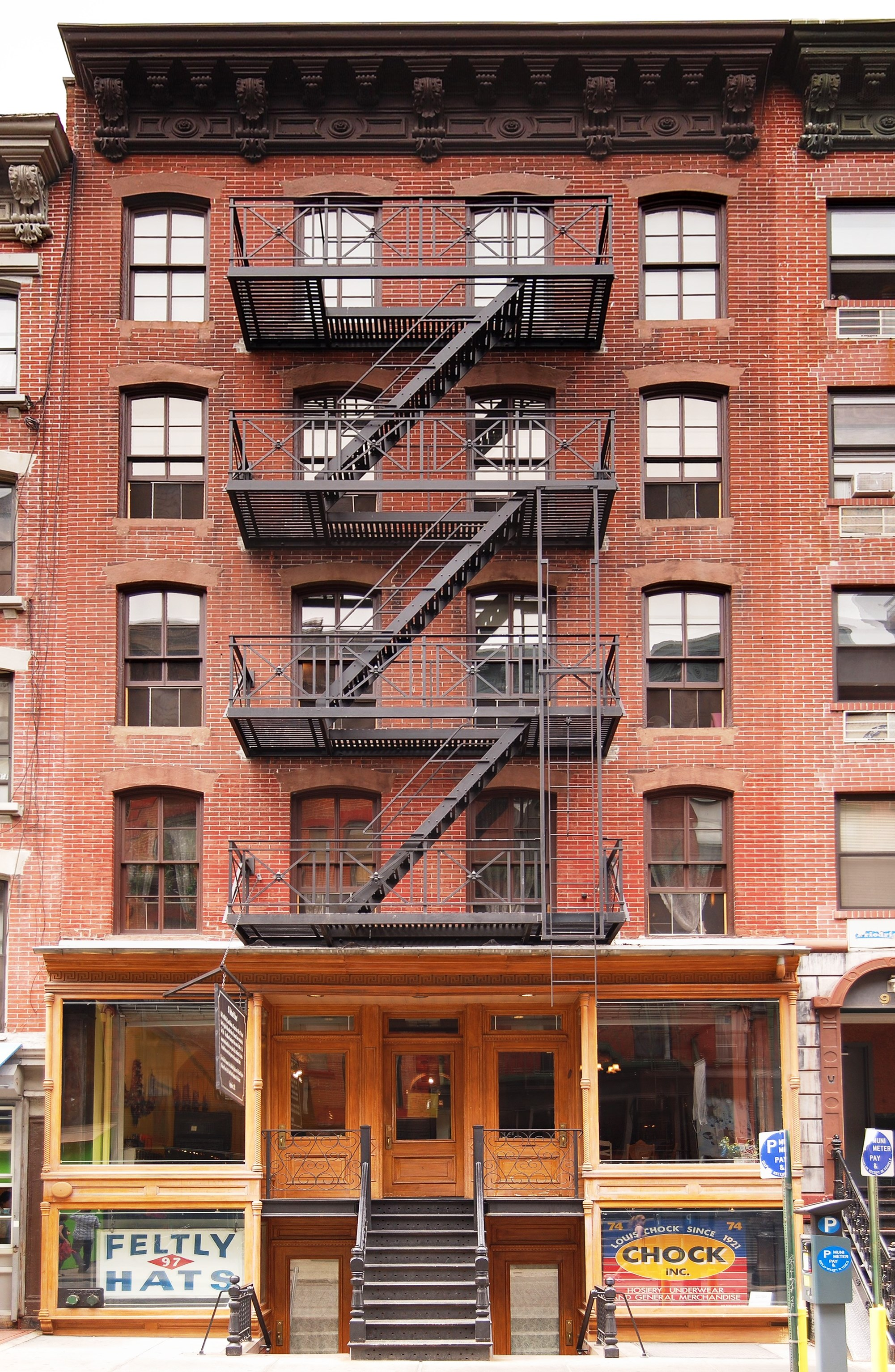 Lower East Side Tenement Museum at 97 Orchard Street, New York City (Fletcher6@wiki, CC BY 3.0)